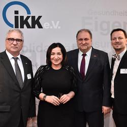 Senatorin für Gesundheit, Vorstände und Geschäftsführer des IKK e.V. in der Kalkscheune.